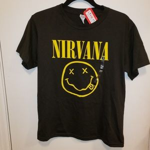 🌻 NWT Women's Nirvana Tee